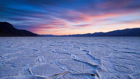 Мертвое озеро, сумерки, земля, засуха, вечер