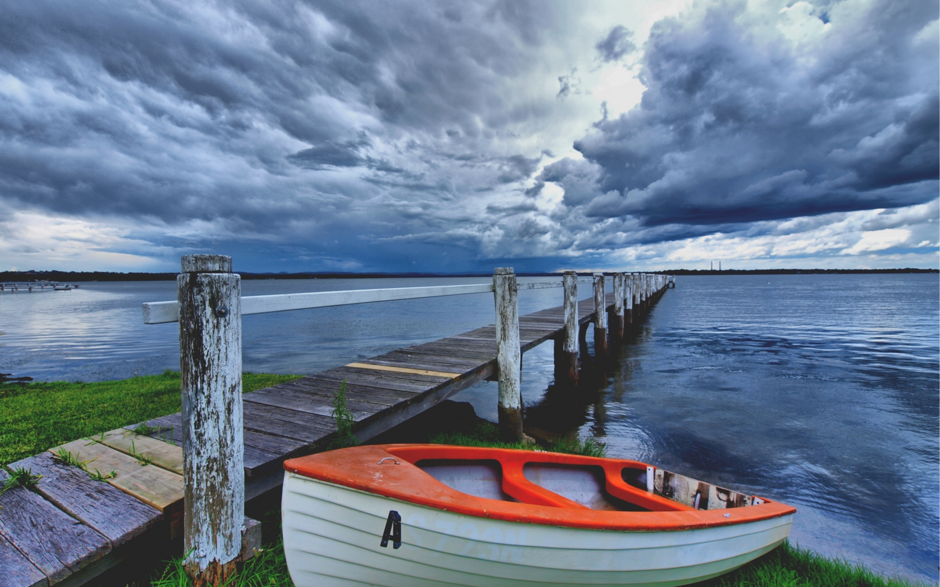 Картинки Лодка, пристань, побережье, водохранилище, облачно, вечер фото и обои на рабочий стол