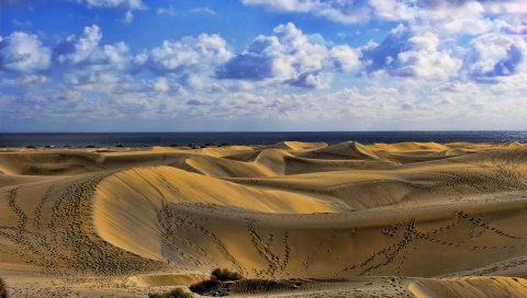Пустыня, следы, песок, небо, облака