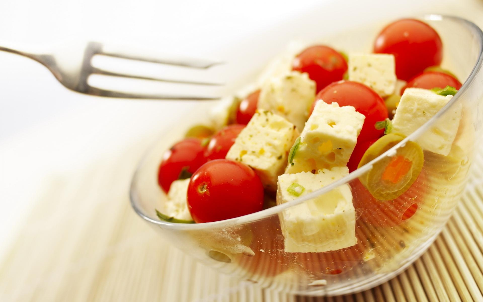 Сырные шарики на тарелке  № 2129808 загрузить