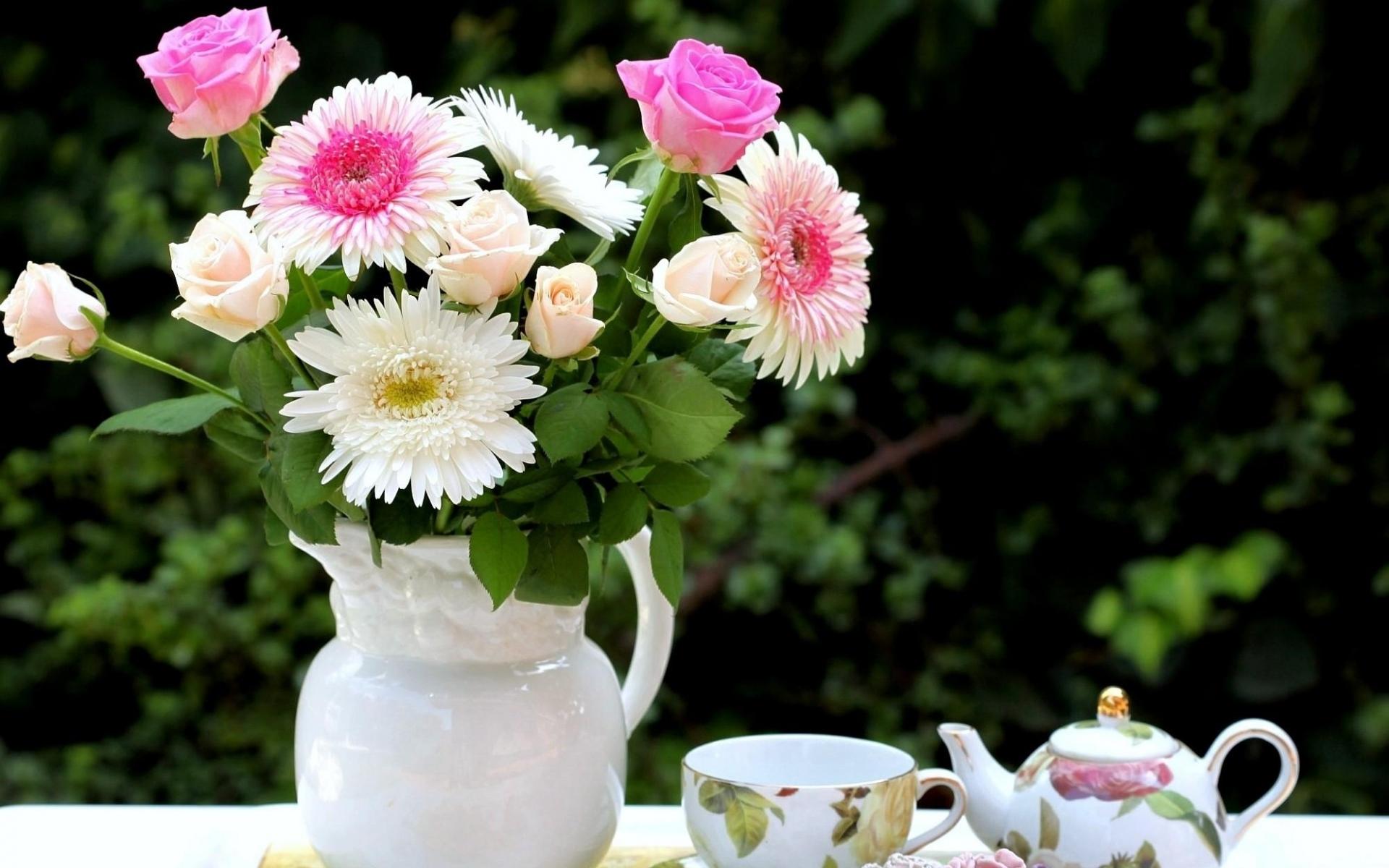 Картинки Розы, хризантемы, цветы, букет, кувшин, еда, набор чая фото и обои на рабочий стол