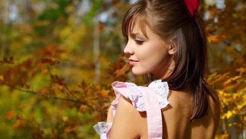 Брюнетка, девушка, спина, лицо, солнечный свет