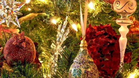 Рождественские игрушки, мячи, сосульки, дерево, сосновые иглы, гирлянды, праздник, настроение
