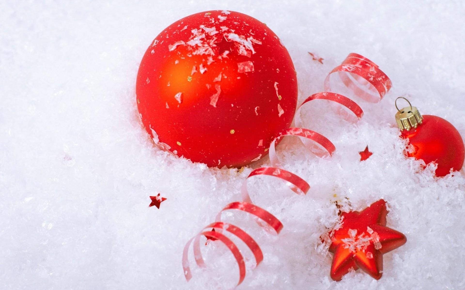 Картинки Рождественские украшения, воздушные шары, звезда, снег, атрибуты, праздник фото и обои на рабочий стол