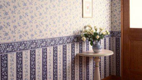 Комната, ваза, цветы, дверь