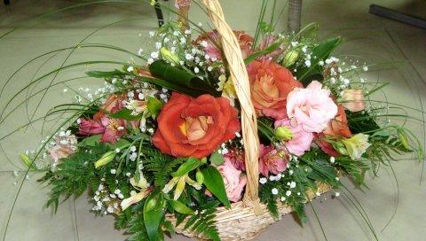 Розы, гипсофила, альстромерия, зелень, корзина, украшение