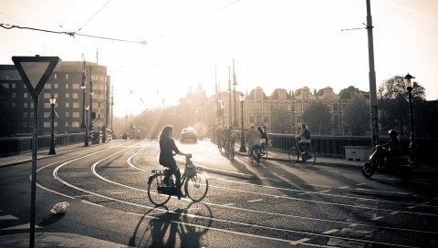 Улица, дорога, велосипед, люди, свет, солнце, черный белый