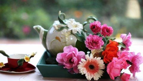 Герберы, розы, цветы, поднос, чай, чашка, стол