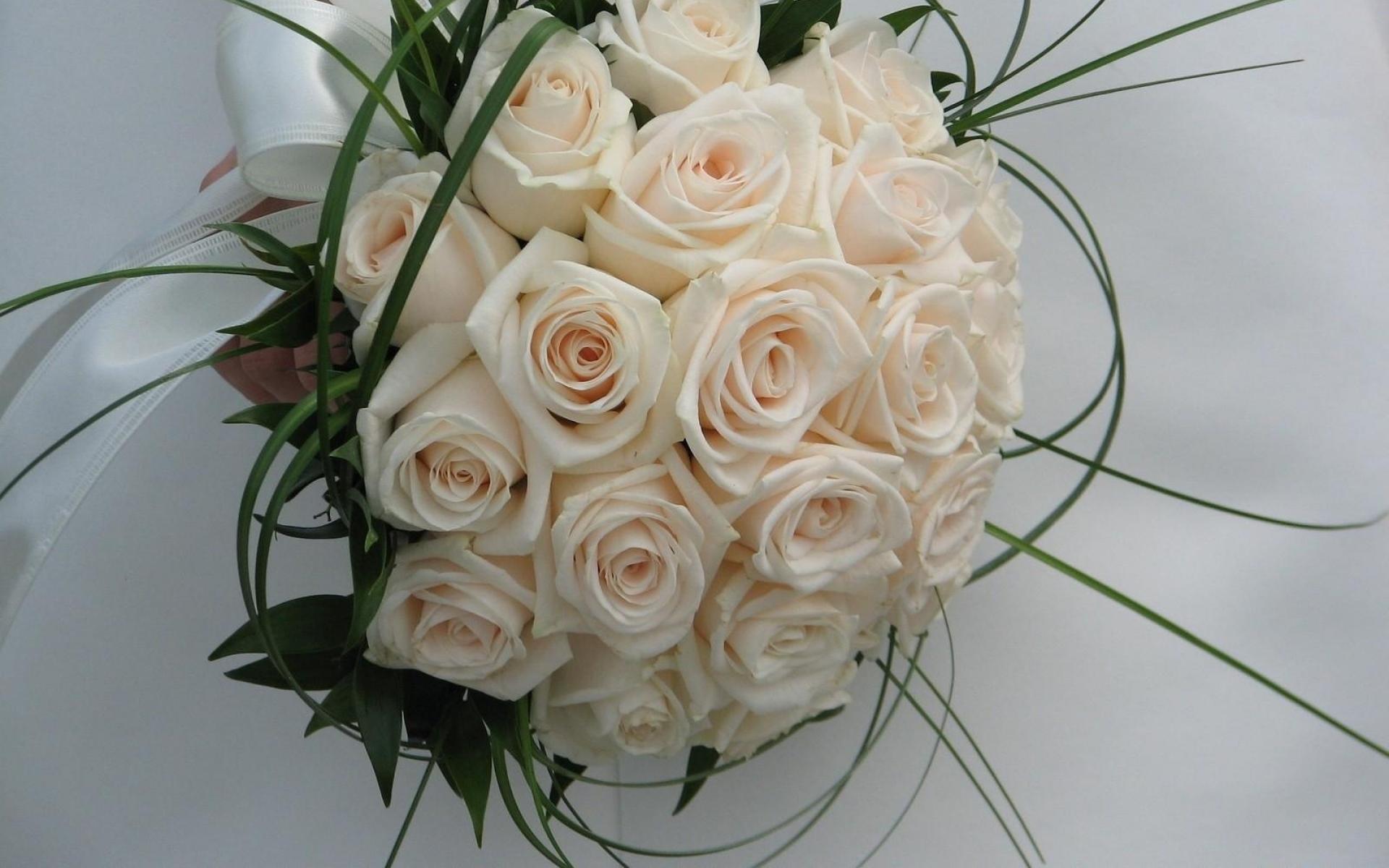 Букет лилий, шикарные белых свадебные букеты фото