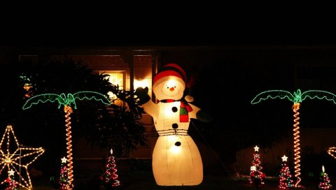 Снеговик, ночь, украшения, деревья, гирлянды, праздник