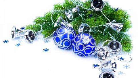 Иголки, ветви, рождественские украшения, колокольчики, снежинки, новый год