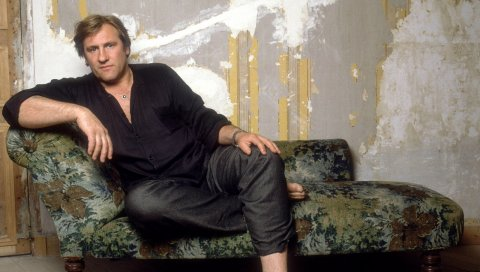 Gerard depardieu, комната, старая школа, босиком, образ
