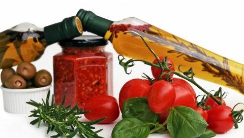 Масло, специи, помидоры, зелень, бутылки