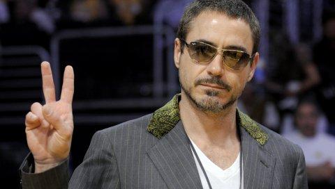 Robert downey jr, мужчина, актер, куртка, солнцезащитные очки, жест