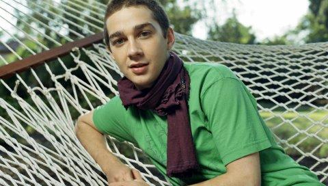 Shia labeouf, актер, парень, шарф, гамак, короткая стрижка