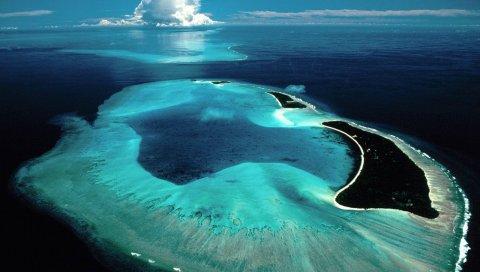 Остров, рифы, море