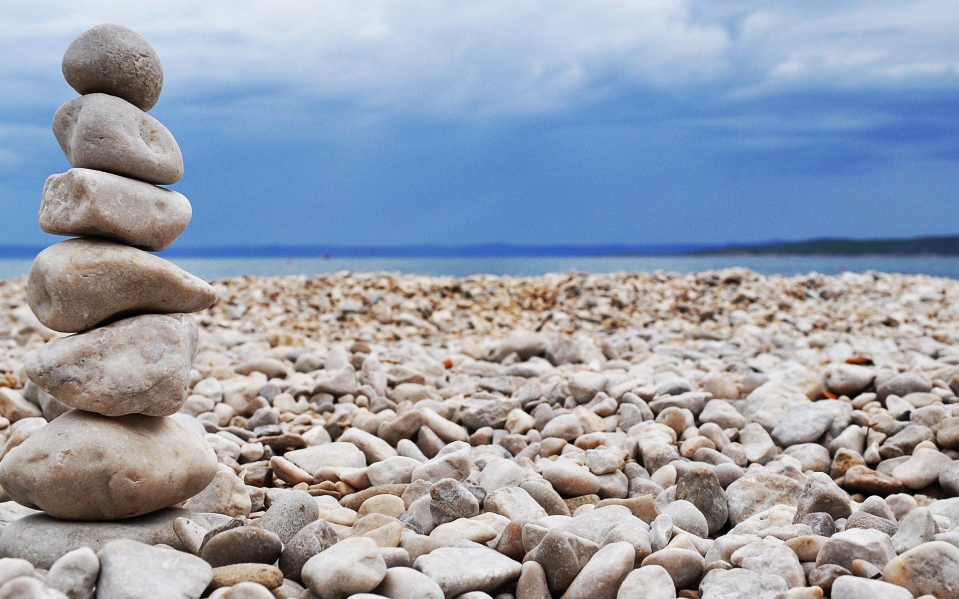 Фото белых камней у воды