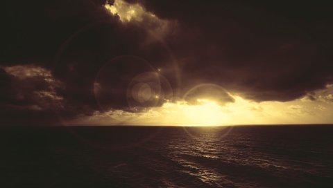 Пятна света, море, облака, свет