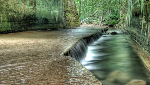 Река, стены, камни, джунгли