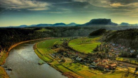 Река, берег, дома, сооружения, высота, зелень