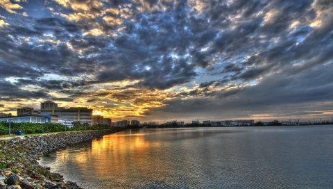 Берег, облака, город, утро, дорога, сооружения