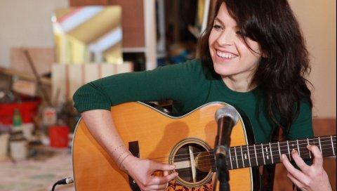 Jesca hoop, девушка, улыбка, гитара, игра