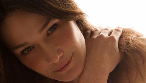 Carla bruni, девушка, взгляд, рука, волосы