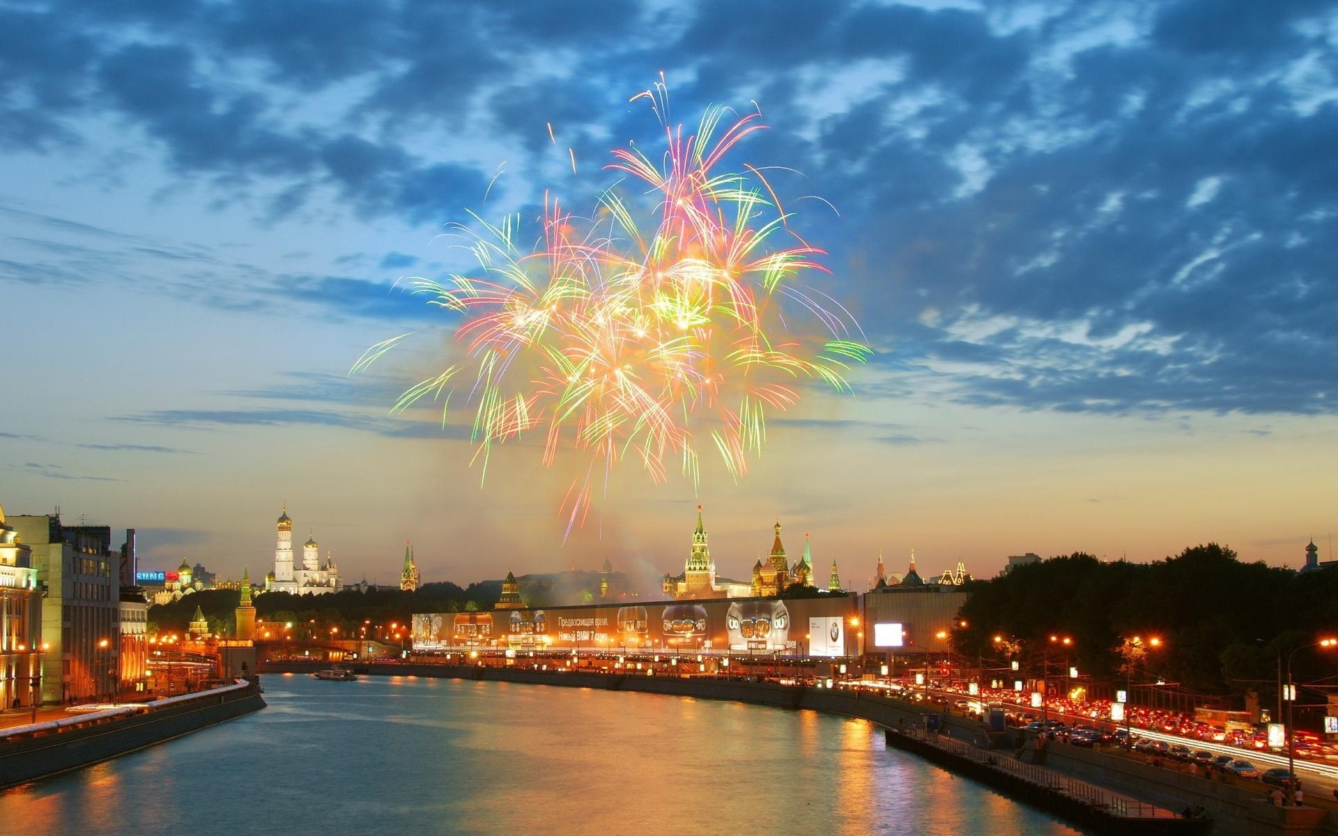 Картинки Река, фейерверк, кремль, москва фото и обои на рабочий стол