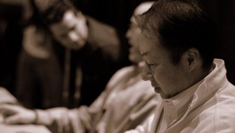 Koji kondo, рубашка, взгляд, мужчина, разговор