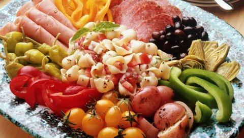 Макароны, овощи, колбаса, перец, картофель