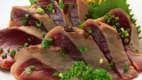 Мясо, кол, профайлинг, кусочки, лук, зелень