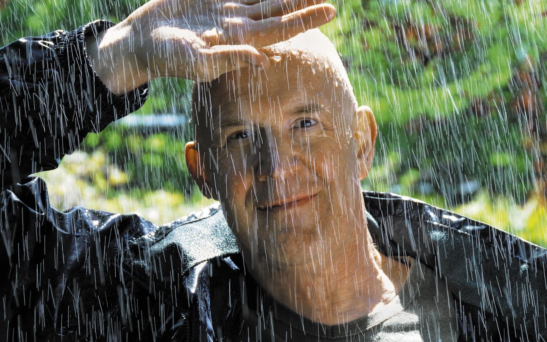все картинки с дождем и человеком скором времени все