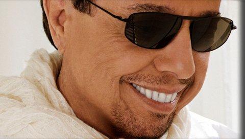Sergio mendes, очки, зубы, улыбка, щетина