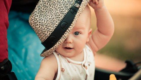 Ребенок, ребенок, шляпа