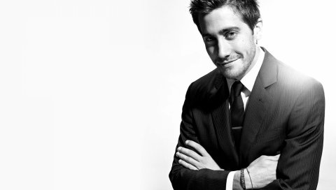 Jake gyllenhaal, актер, черный белый, улыбка, костюм