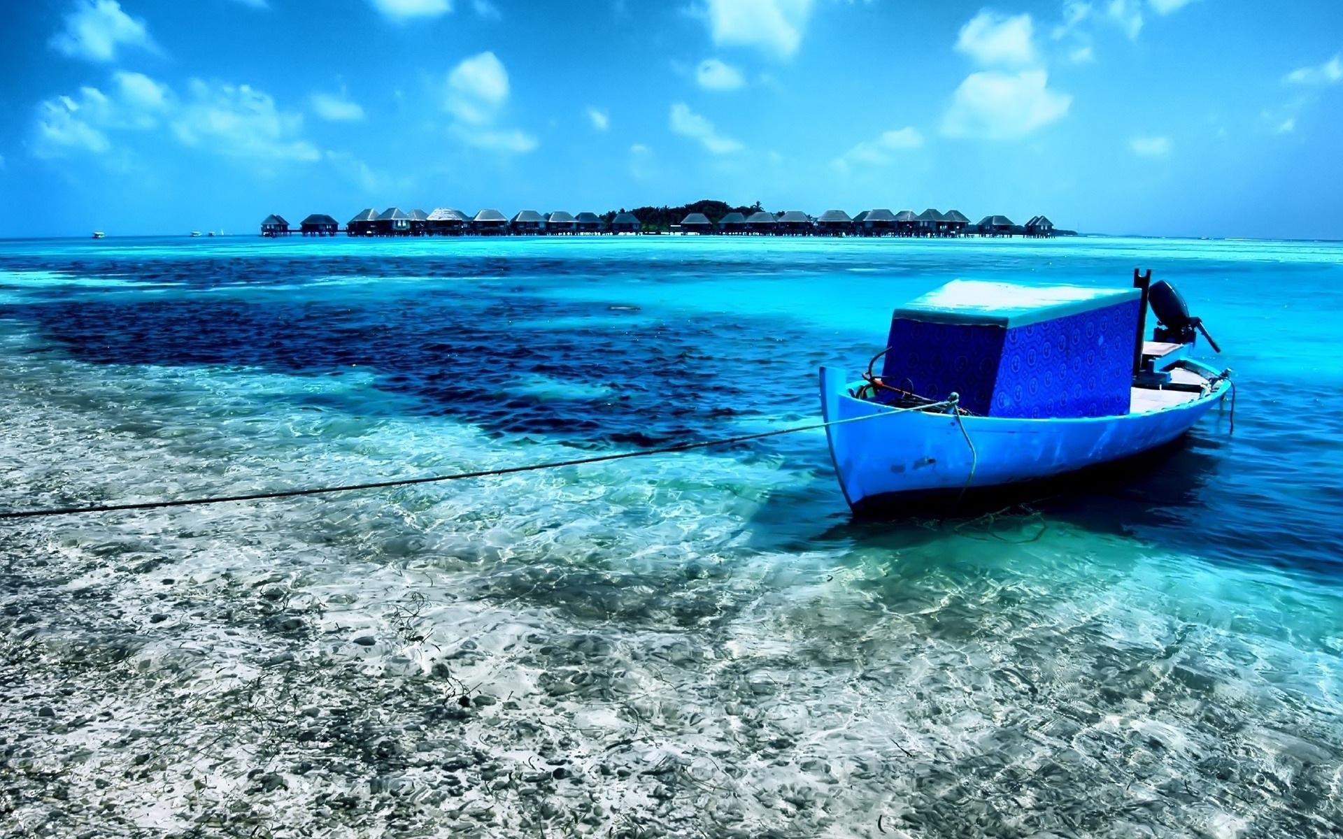 Картинки Лодка, залив, берег, голубая вода, веревка фото и обои на рабочий стол