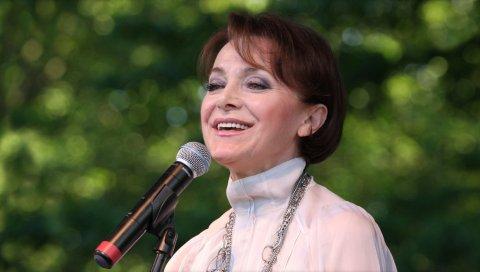 Irena jarocka, микрофон, улыбка, девушка, шоу