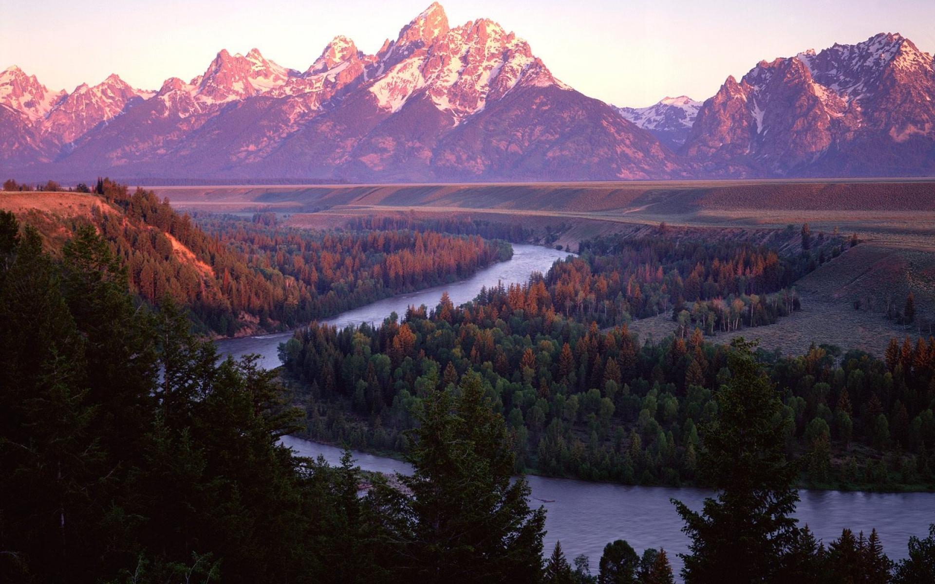 Картинки Горы, река, деревья, изгибы, хвойные фото и обои на рабочий стол