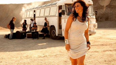 Jill johnson, улыбка, платье, автобус, солнечный свет