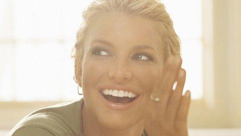 Джессика Симпсон, улыбка, рот, ладонь, взгляд