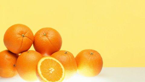 Апельсины, спелые, фруктовые, наполовину