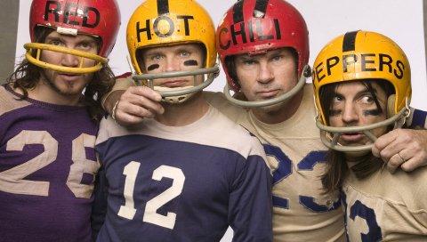 Красный горячий перец чили, шлем, цифры, буквы, взгляд