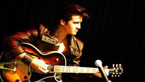 Elvis presley, гитара, браслет, взгляд, микрофон