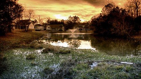 Пруд, фонтан, дома, облачно, вечер